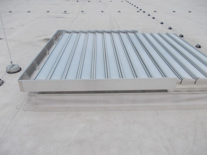 Thermadome Louvre with polycarbonate blades 1